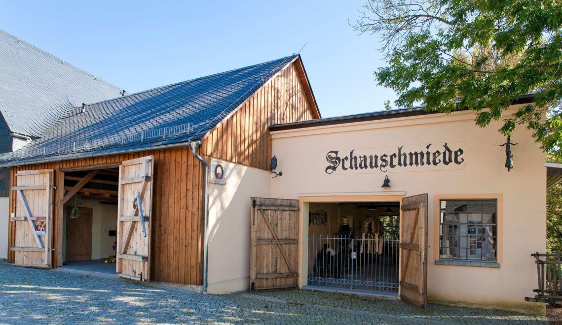 Nur wenige Minuten vom Schloss entfernt befindet sich im Zentrum von Rammenau eine Schauschmiede © Sylvio Dittrich