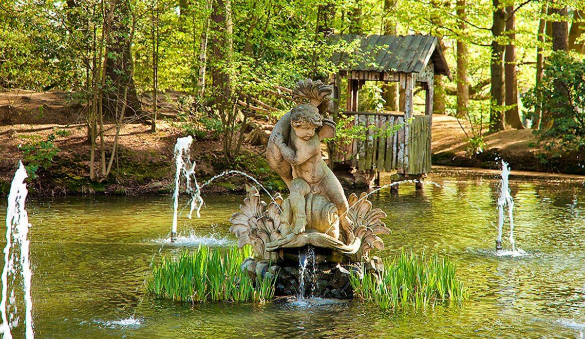 Wasserspiele im Teich am Schloss Rammenau © Sylvio Dittrich
