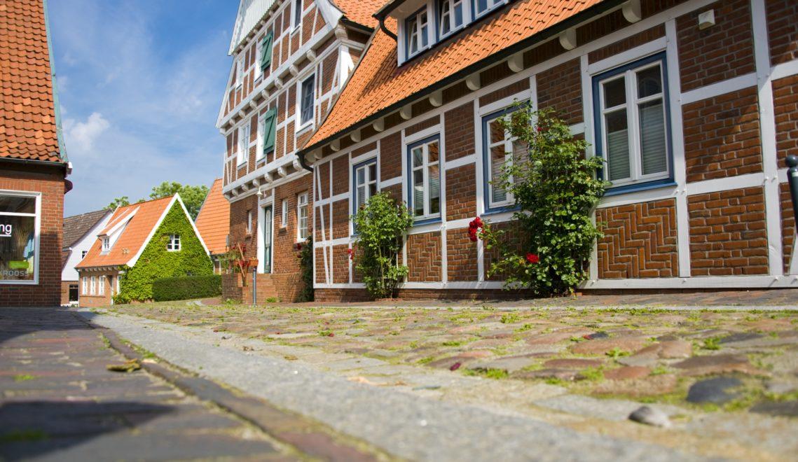 Das Pastorat ist eines der vielen Fachwerkgebäude in der historischen Altstadt von Otterndorf © Otterndorf Marketing GmbH / Bernd Otten