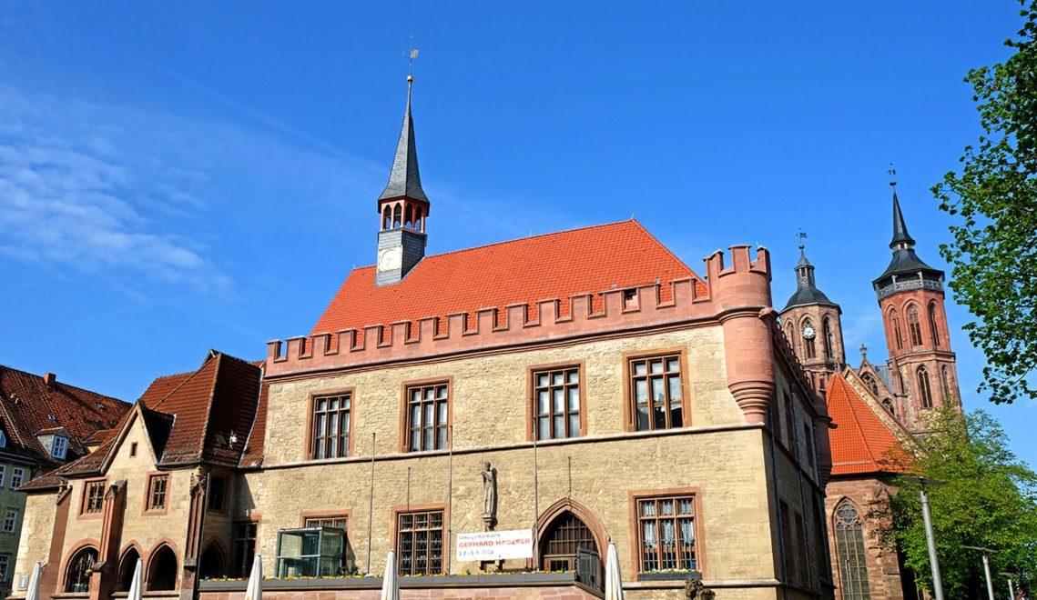 Das Alte Rathaus ist von vier Kirchen umgeben, hier St. Johannis im Westen © Christoph MIschke