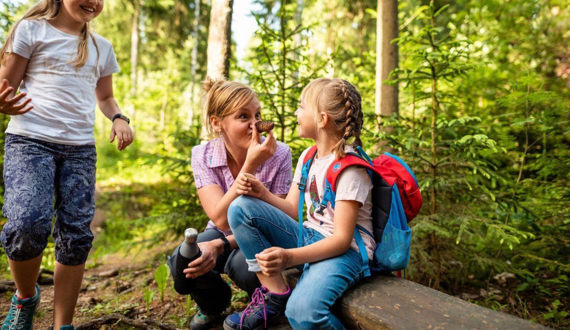 Durch die Natur des Erzgebirges zu wandern, ist ein Abenteuer für die gesamte Familie © Thomas Schlorke