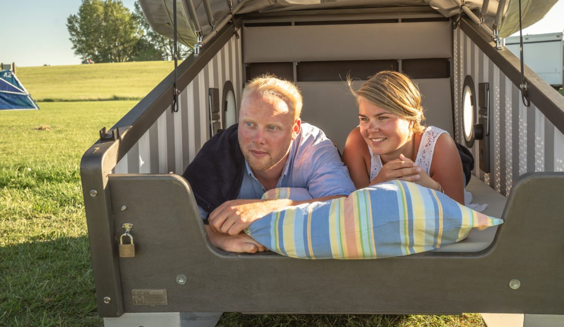 Der Schlafstrandkorb bietet gemütlich Platz für zwei Personen © Tobias Hoiten