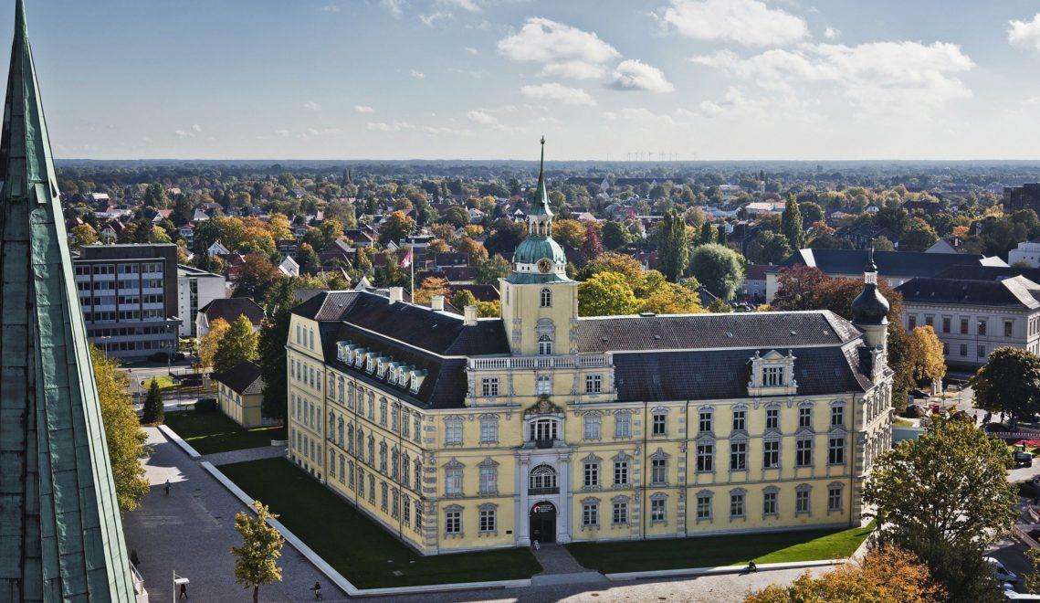 Blick vom Turm der St. Lamberti-Kirche in Richtung Schloss © Oldenburg Tourismus und Marketing GmbH / Verena Brand