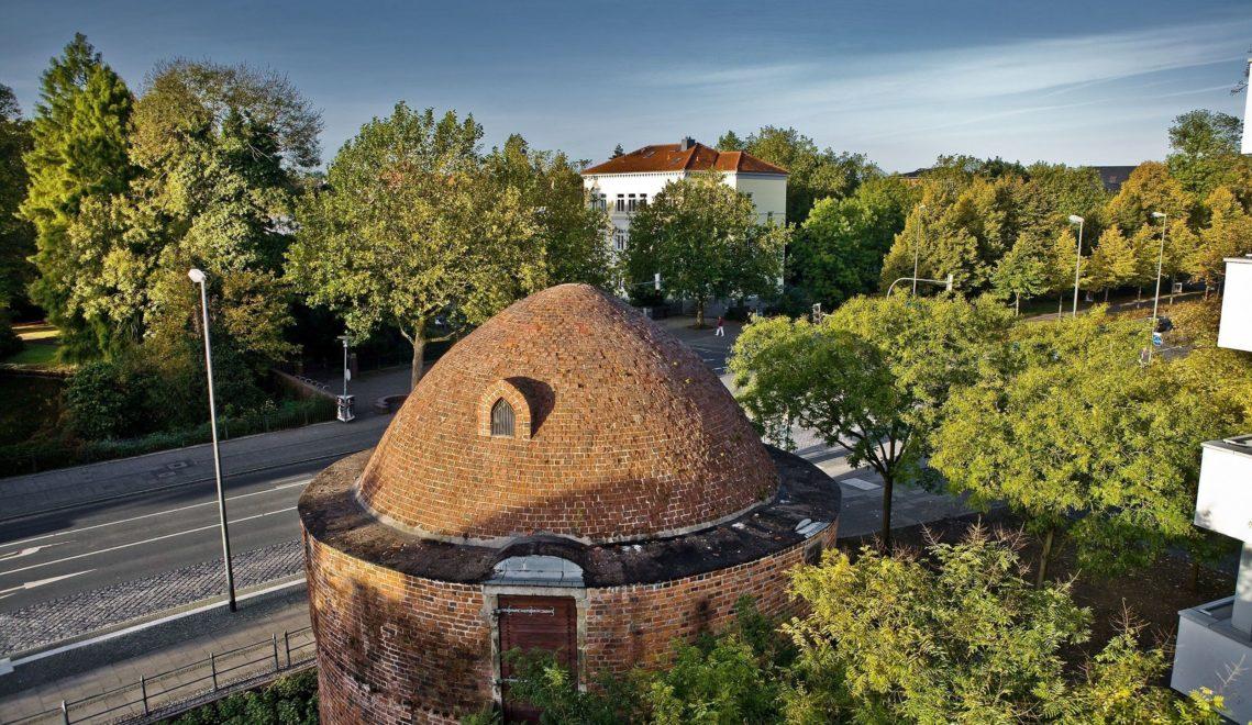 Letzter Zeuge der Stadtbefestigung: der Pulverturm aus dem 16. Jahrhundert © Oldenburg Tourismus und Marketing GmbH / Verena Brand