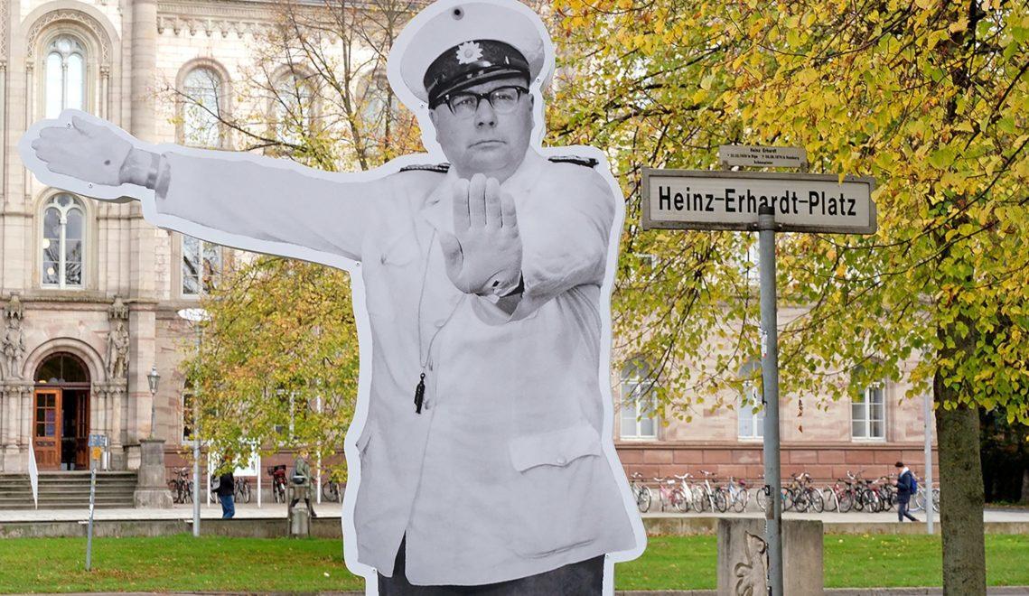 Drehort Göttingen: Als Polizist Eberhard Dobermann regelt Komiker Heinz Erhardt im Film den Verkehr © Christoph Mischke