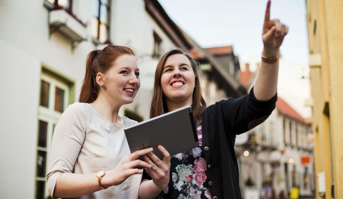 Beim digitalen Stadtrundgang zwölf Gästeführer per App ihre Lieblingsecken in Oldenburg © Oldenburg Tourismus und Marketing GmbH / Verena Brand