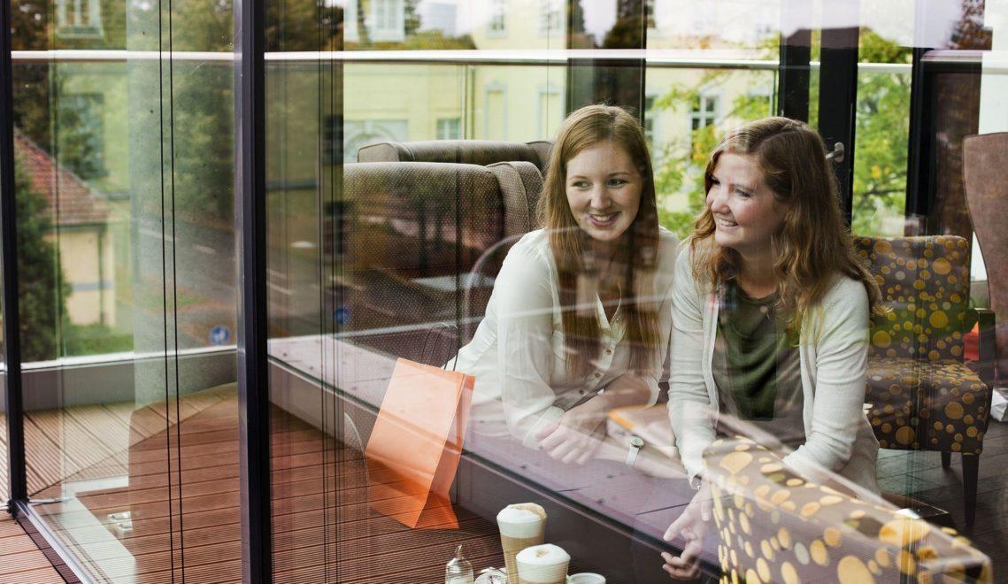 Kleine Stärkung gefällig? In der Innenstadt laden zahlreiche Cafés zur Verschnaufspause © Oldenburg Tourismus und Marketing GmbH / Verena Brand