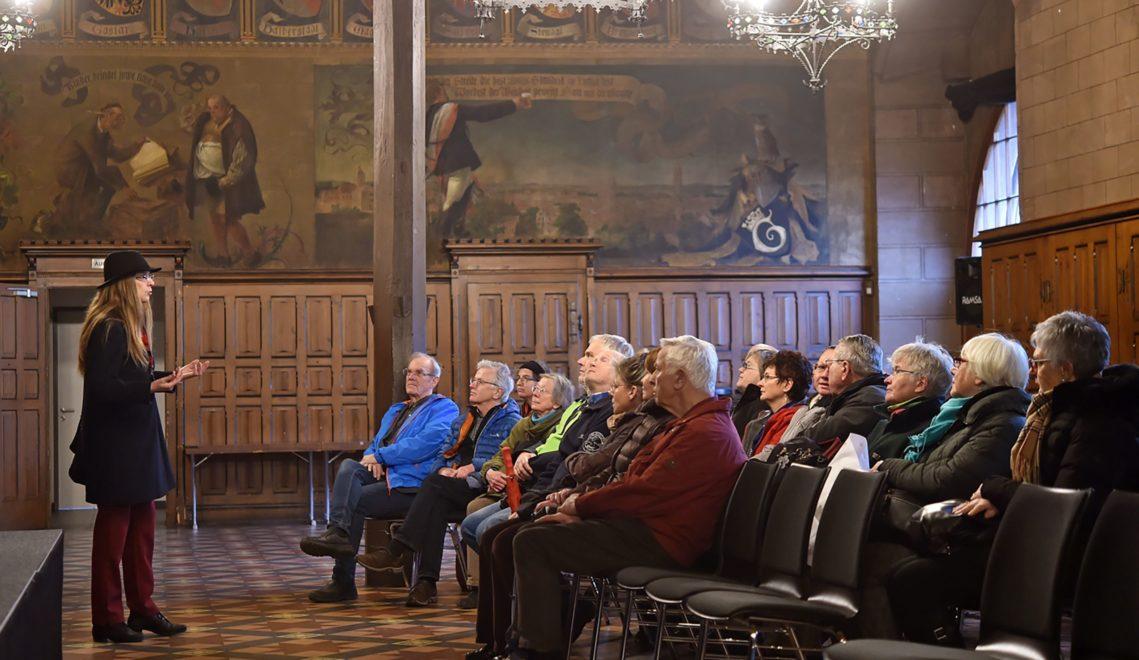 Auch der Saal des ab dem 13. Jahrhundert errichteten Alten Rathauses kann man bei einer Stadtführung besichtigen © Christoph Mischke