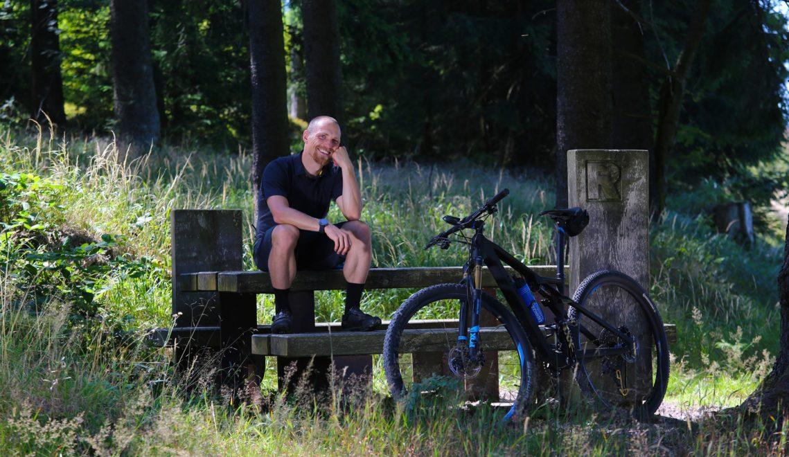 Profi-Biathlet und Freizeit-Mountain Biker Erik Lesser kann auch Pause © Adrian Leeder