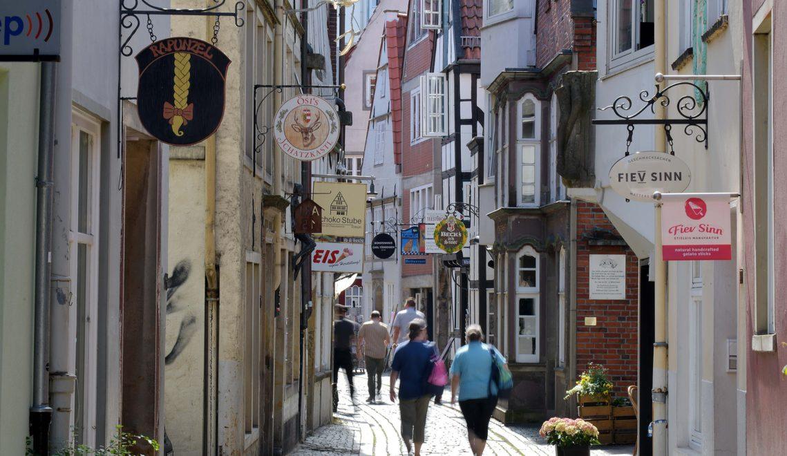 """Ab in vergangene Zeiten bei einem Bummel in Bremens ältestem Viertel, dem """"Schnoor"""" © WFB/Michael Bahlo"""
