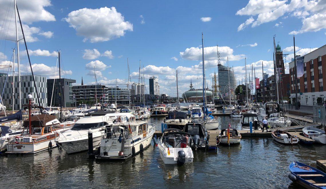 "Flanieren entlang der ""Havenwelten"" © Mailin Knoke / Erlebnis Bremerhaven"