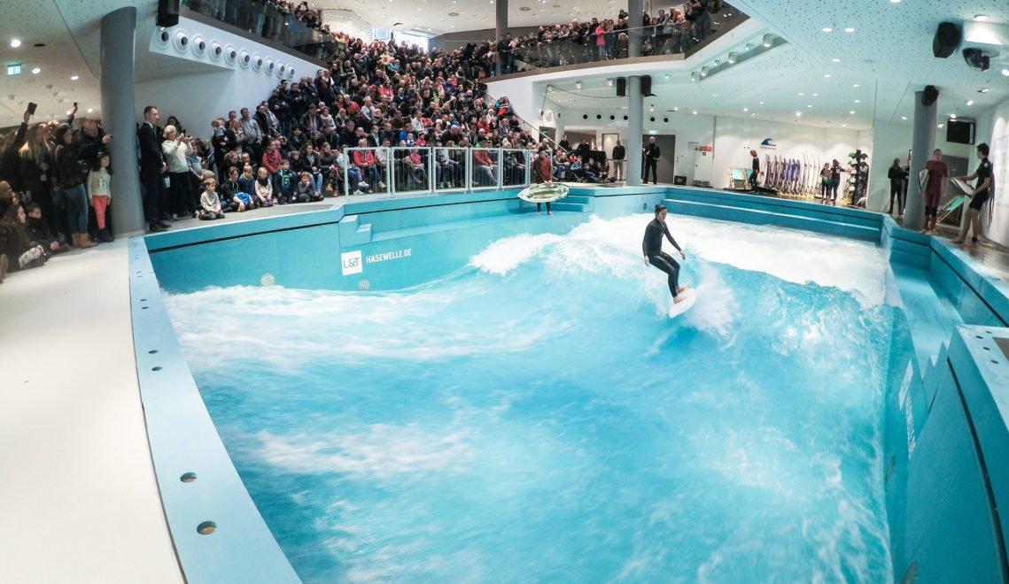 Das ist die perfekte Welle – zum Indoor-Surfen im Kaufhaus L+T © Joachim Grothus