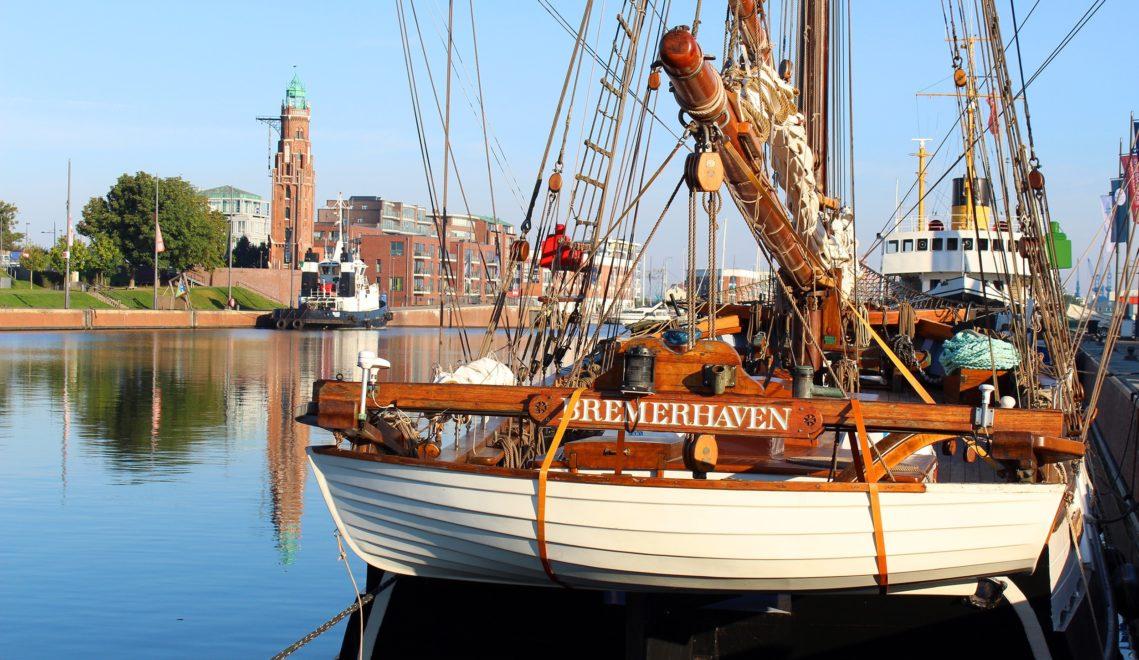 Auch traditionsträchtige Segelschiffe haben ihren Anker an der Weser in Bremerhaven gesetzt © Tanja Mehl / Erlebnis Bremerhaven
