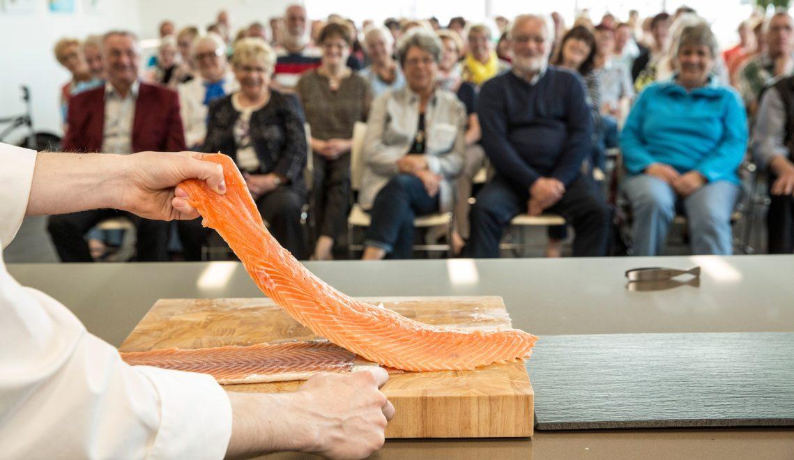 """Tipps und Tricks für die schmackhafte Zubereitung von Fisch erfahrt ihr bei einer Show im """"Seefischkochstudio"""" © Nikolai Wolff / Fotoetage"""