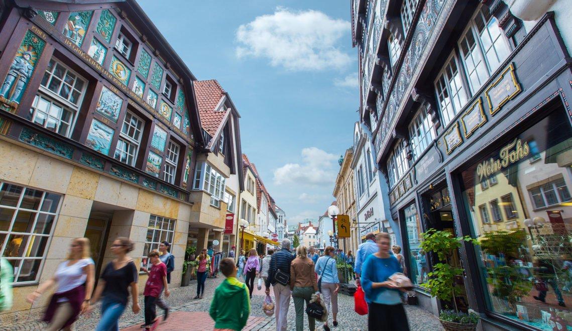 Als Auftakt zum perfekten Wochenende in Osnabrück durch die Altstadt schlendern © next_choice