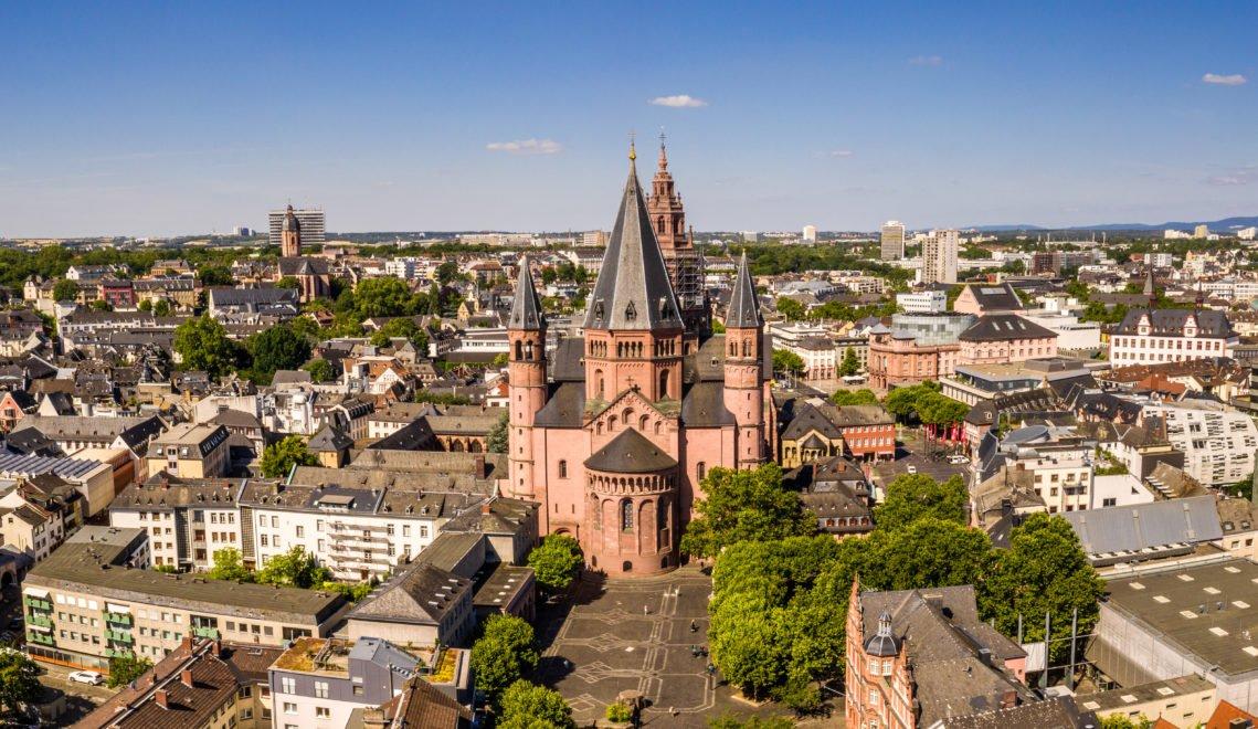 Im Zentrum der Mainzer Altstadt thront der Dom St. Martin © mainzplus CITYMARKETING / Dominik Ketz