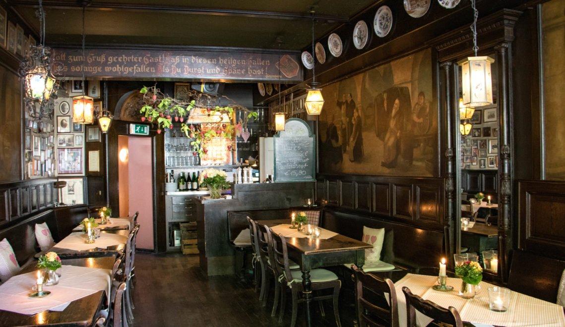 Urige Weinstuben, gemütliche Wirtshäuser, gutes Essen: In Mainz trifft die rheinische Gemütlichkeit auf ein mediterranes Lebensgefühl