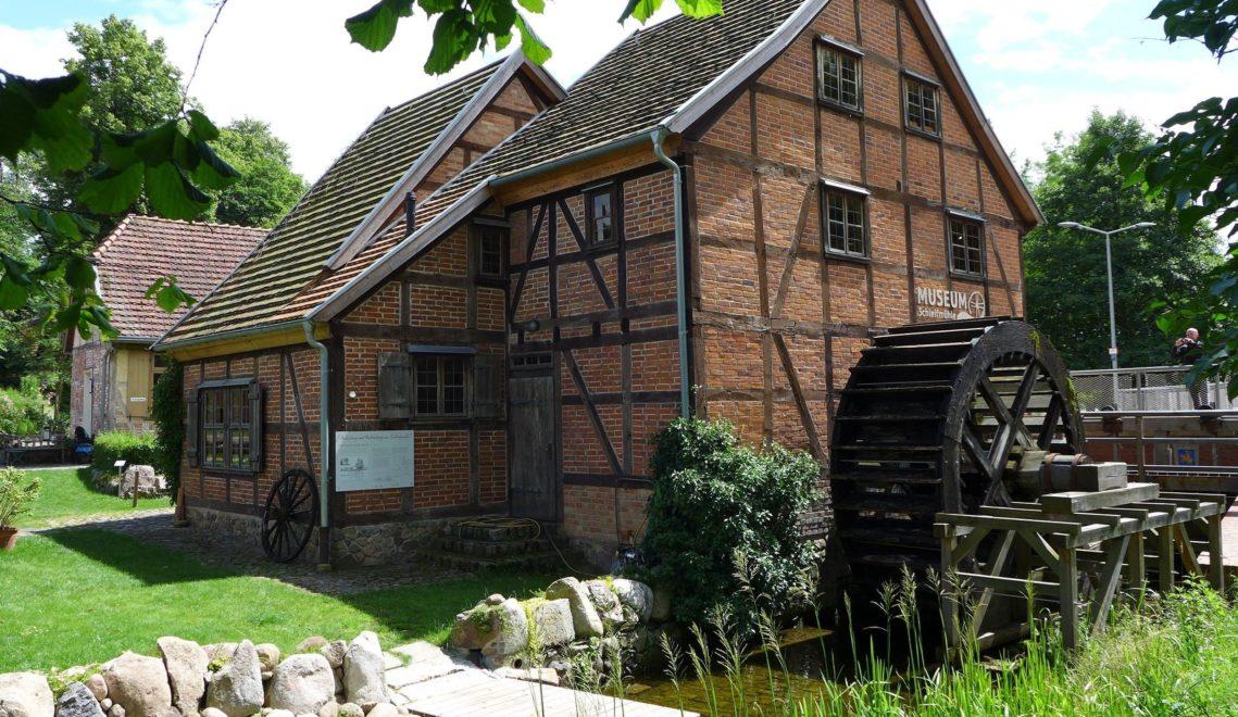 Schleifmühle mit historischem Wasserrad © Stadtgeschichts- und Museumsverein Schwerin