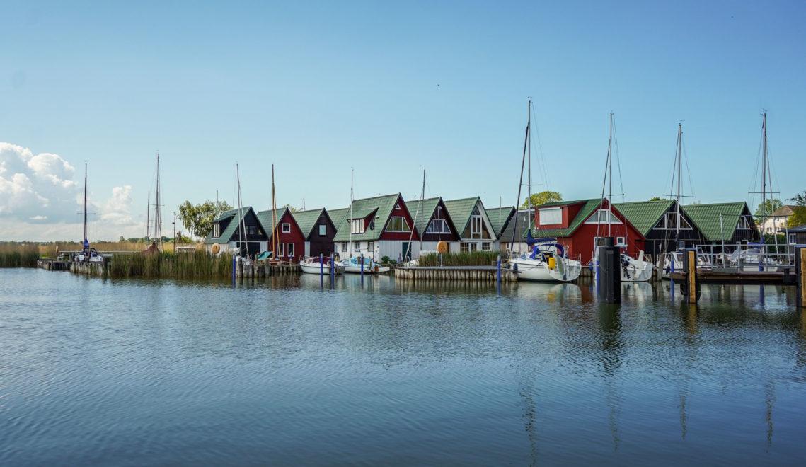 Der Hafen Ahrenshoop-Althagen liegt am Nordwestufer des Saaler Boddens © kommwirmachendaseinfach.de