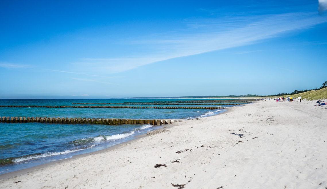 Feiner weißer Sand, viel Ruhe und noch mehr Platz – der Strand von Ahrenshoop © kommwirmachendaseinfach.de