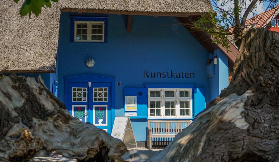 Die Kunstkaten in Ahrenshoop gehört zu ältesten Galerien in Norddeutschland © kommwirmachendaseinfach.de