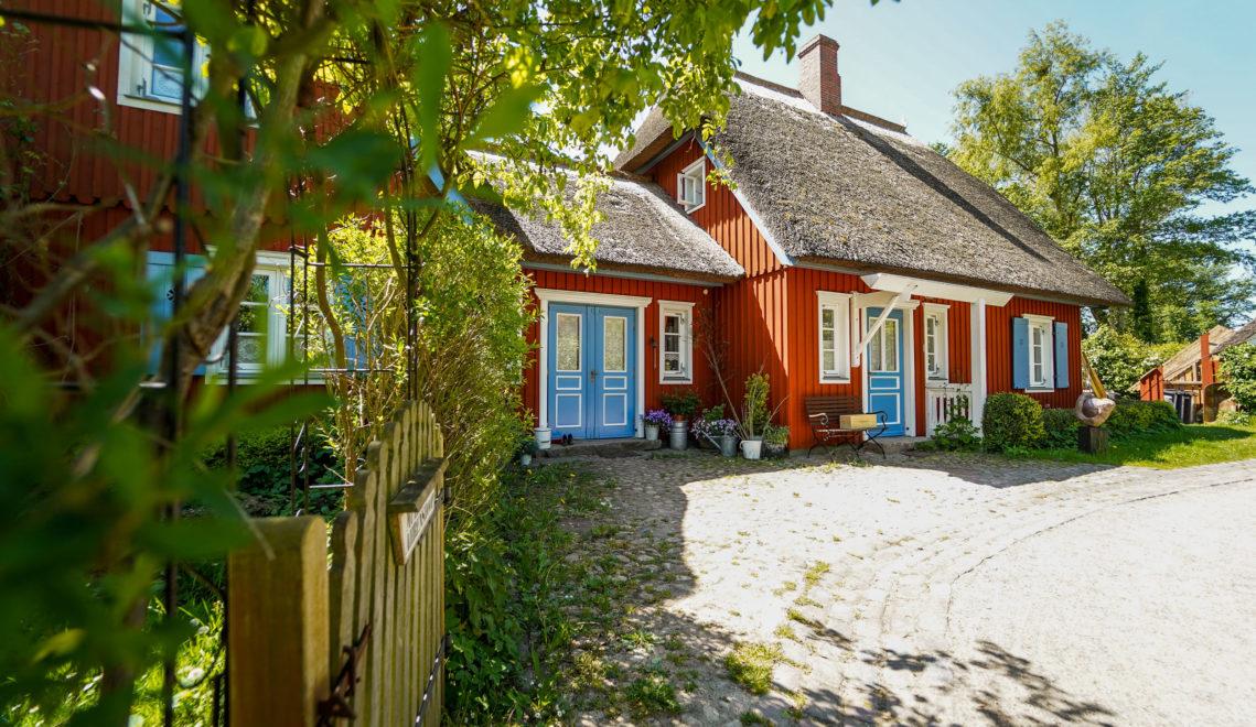 Willkommen in Ahrenshoop – moderner Urlaubsort mit traditionsreicher Vergangenheit © kommwirmachendaseinfach.de