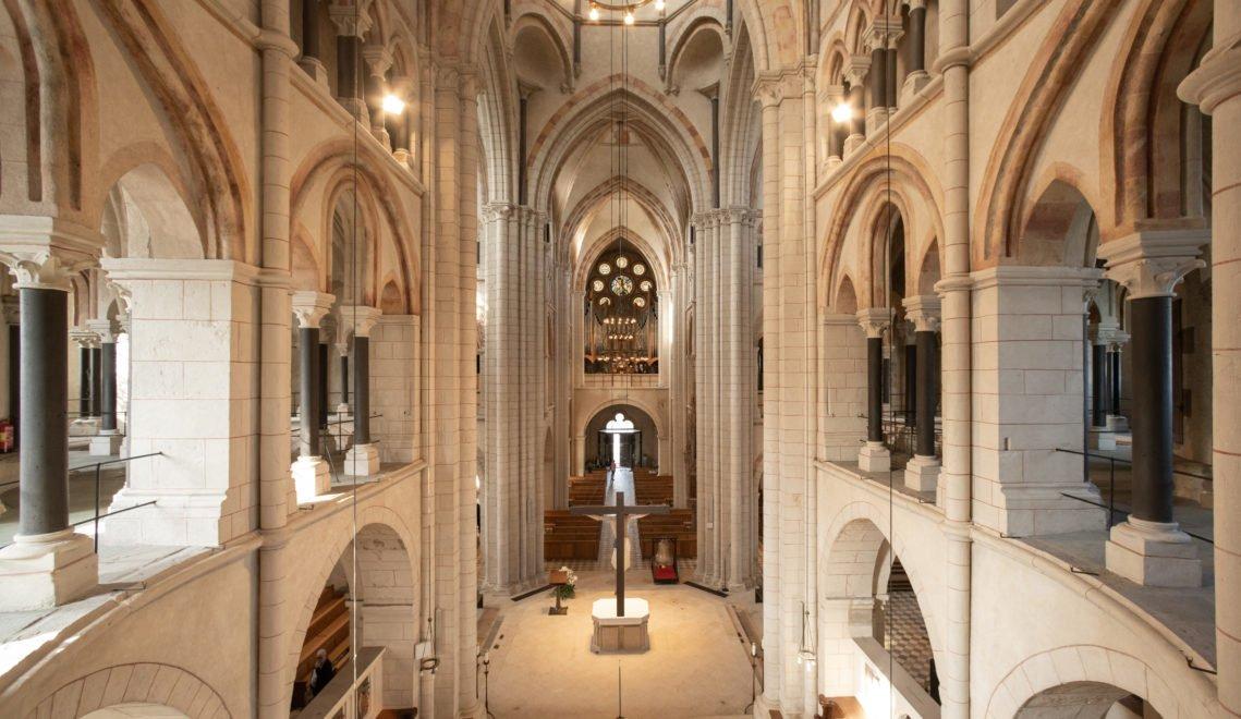 Im Inneren des Doms sind sowohl gotische als auch romanische Formen zu finden
