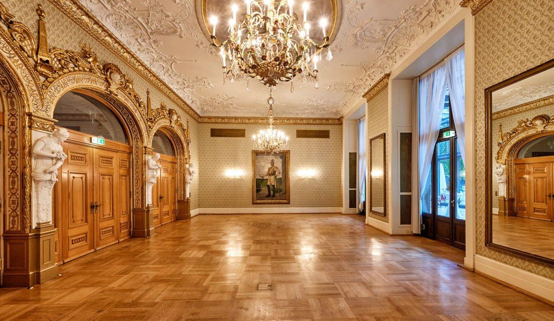 Das Kurhaus Wiesbaden gehört zu den prunkvollsten Festbauten Deutschlands