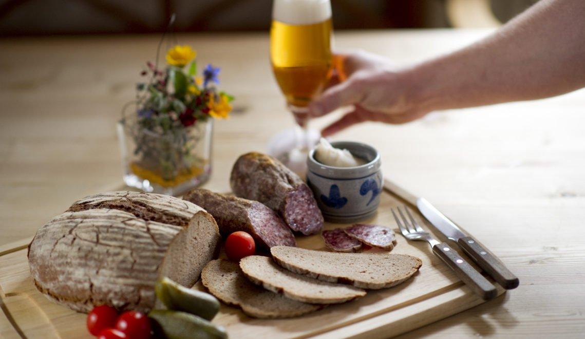 Leckere Kombi – Brot, Bier und Ahle Wurscht