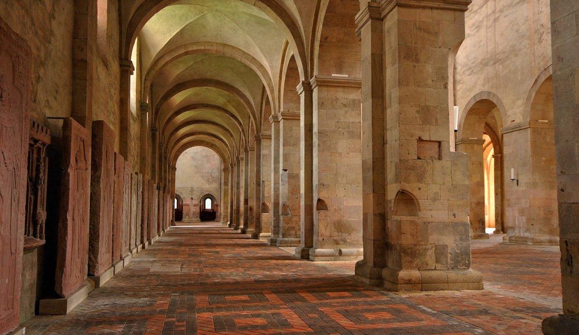 Monumentale Säulenhalle – die Basilika des Klosters Eberbach