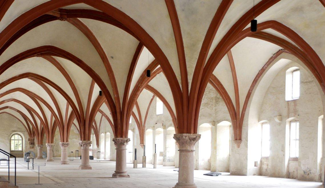 Das 72 Meter lange Eberbacher Mönchsdormitorium wurde im 13. und 14. Jahrhundert erbaut