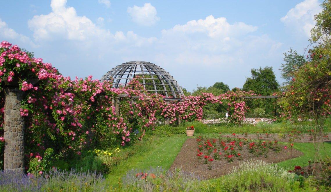 Im Park liegen auch die Mausoleen und Grabstätten des hessischen Fürstenhauses