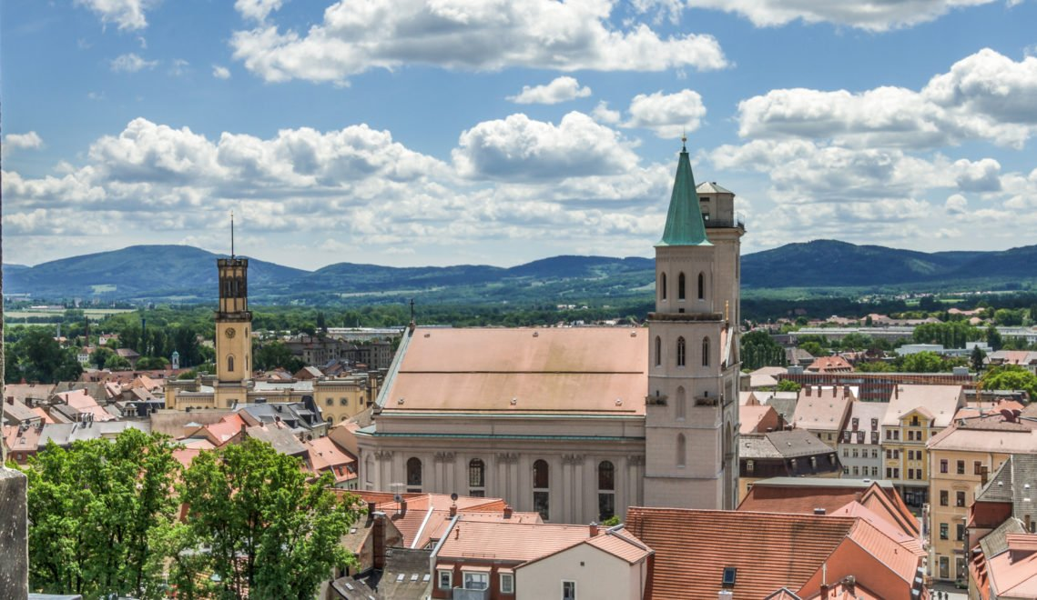 Blick auf zwei Zittauer Meisterwerke des Baumeisters Karl Friedrich Schinkel– die Kirche St. Johannis und das Rathaus im italienischen Stil