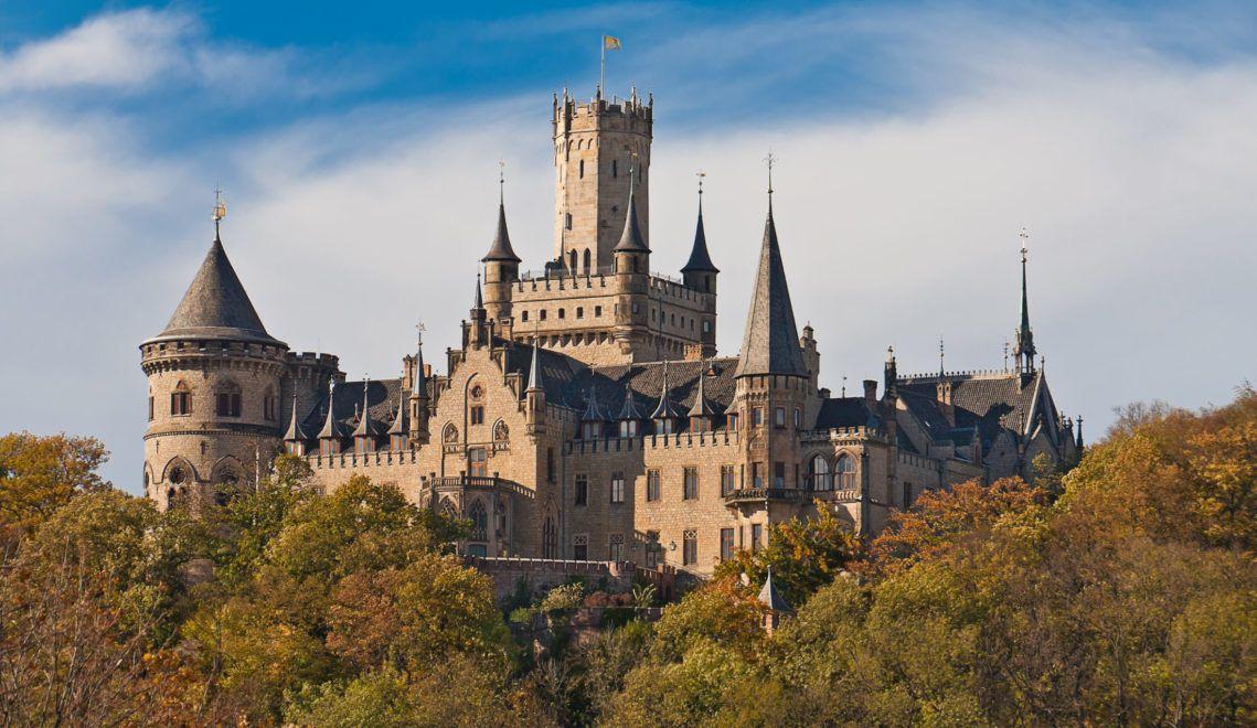 Schloss Marienburg bei Hannover gehört zu den bedeutendsten neogotischen Baudenkmälern Deutschlands ©AdobeStock/Uwe Graf
