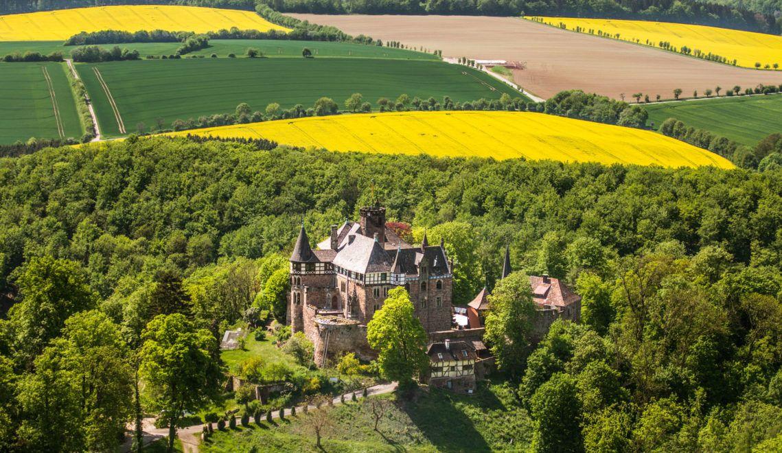 Traumhafte Aussicht: Von Schloss Berlepsch aus, kann man weit ins Werratal schauen