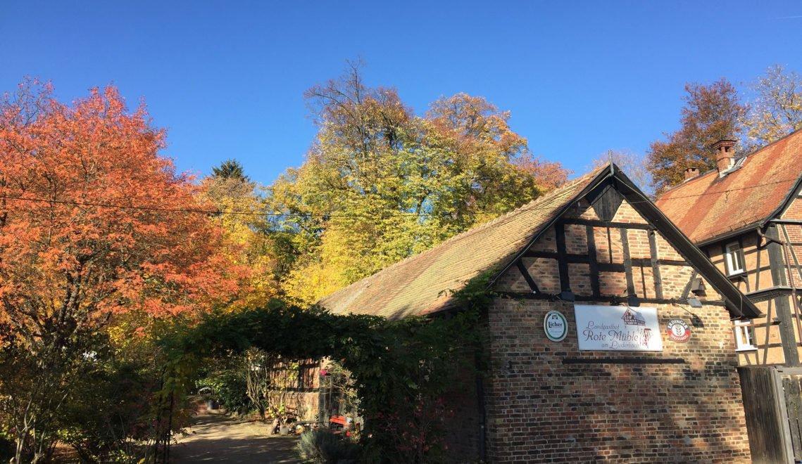 Die Rote Mühle ist über 300 Jahre alt. Seit den 1920er Jahren wird sie als Gaststätte genutzt