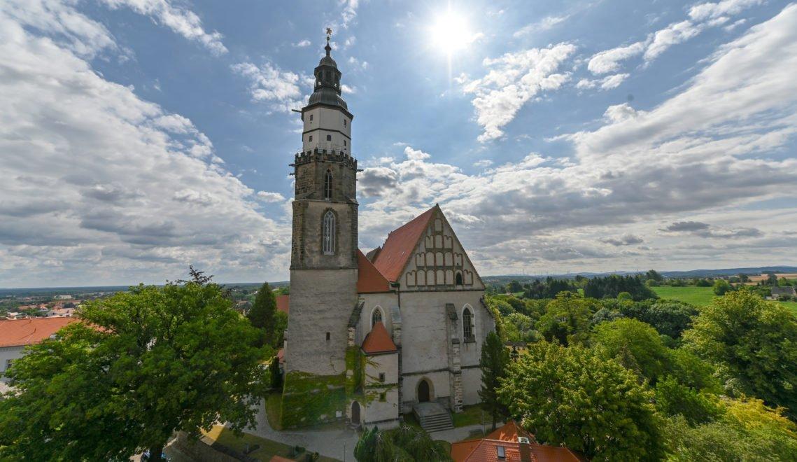 Gut sichtbar – die Hauptkirche St. Marien erhebt sich am höchsten Punkt von Kamenz
