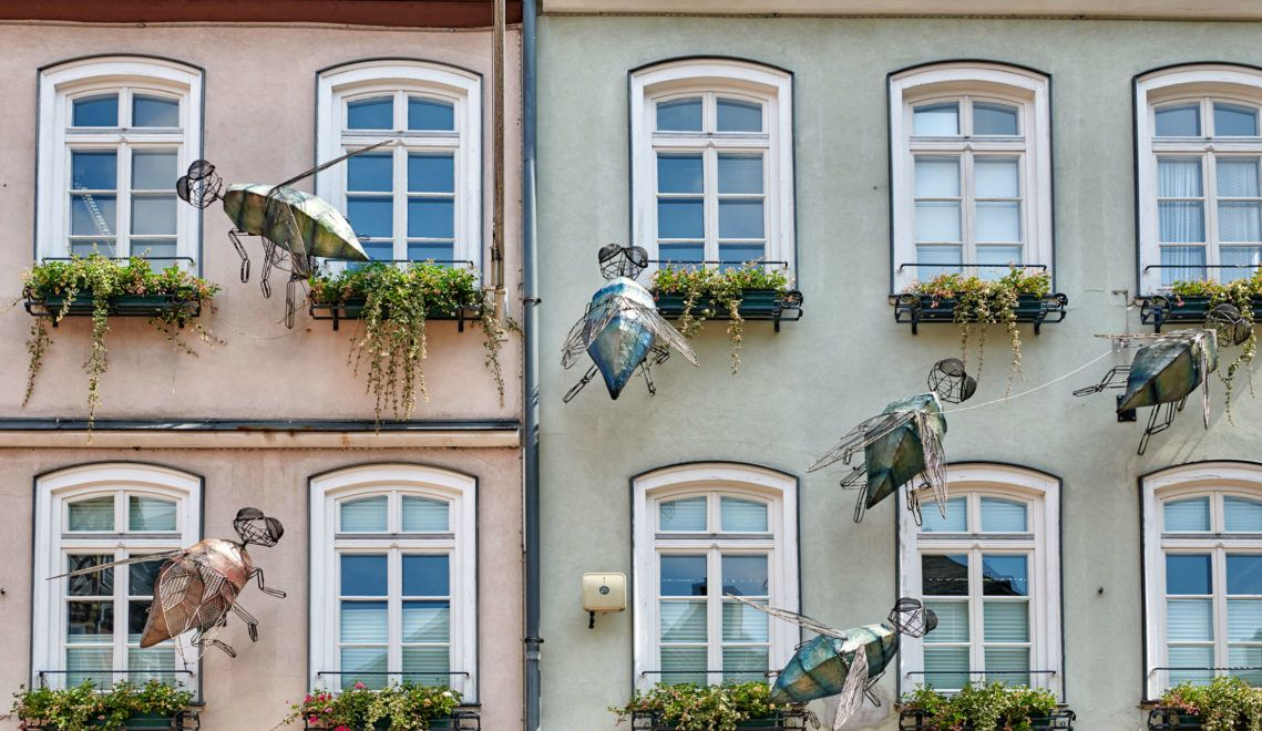 Der Grimm-Dich-Pfad führt durch die Altstadt von Marburg mit ihren bunten Häusern