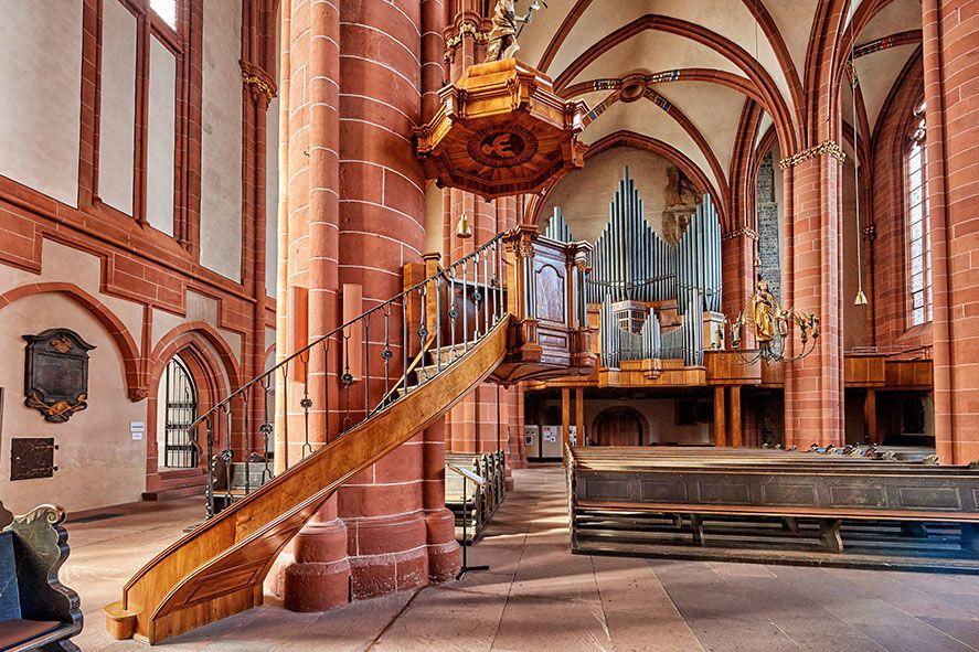 Der Wetzlarer Dom, auch Dom Unserer Lieben Frau, ist eines der Wahrzeichen von Wetzlar und gleichzeitig größter Sakralbau der Stadt