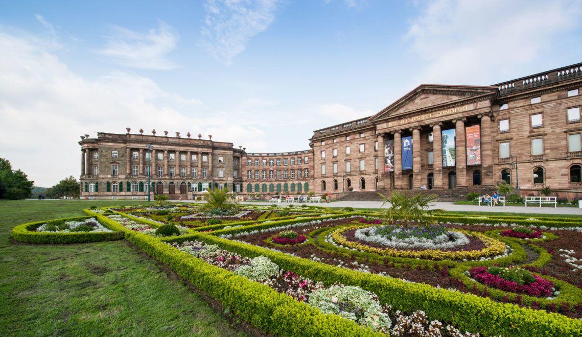Oberhalb der Stadt Kassel entstand ab 1786 das Schloss Wilhelmshöhe
