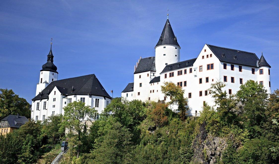 Schloss Schwarzenberg erhielt seine heutige Gestalt durch einen Umbau zum kurfürstlich-sächsischen Jagdschloss im 16. Jahrhundert