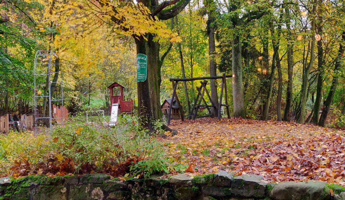 Toll für Kinder: Der Landgasthof hat einen eigenen Spielplatz. Toll für Eltern: Von der Terrasse hat man ihn gut im Blick