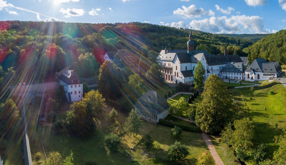 Das Kloster Eberbach zählt mit seinen romanischen und frühgotischen Bauten zu den bedeutendsten Kunstdenkmälern Europas