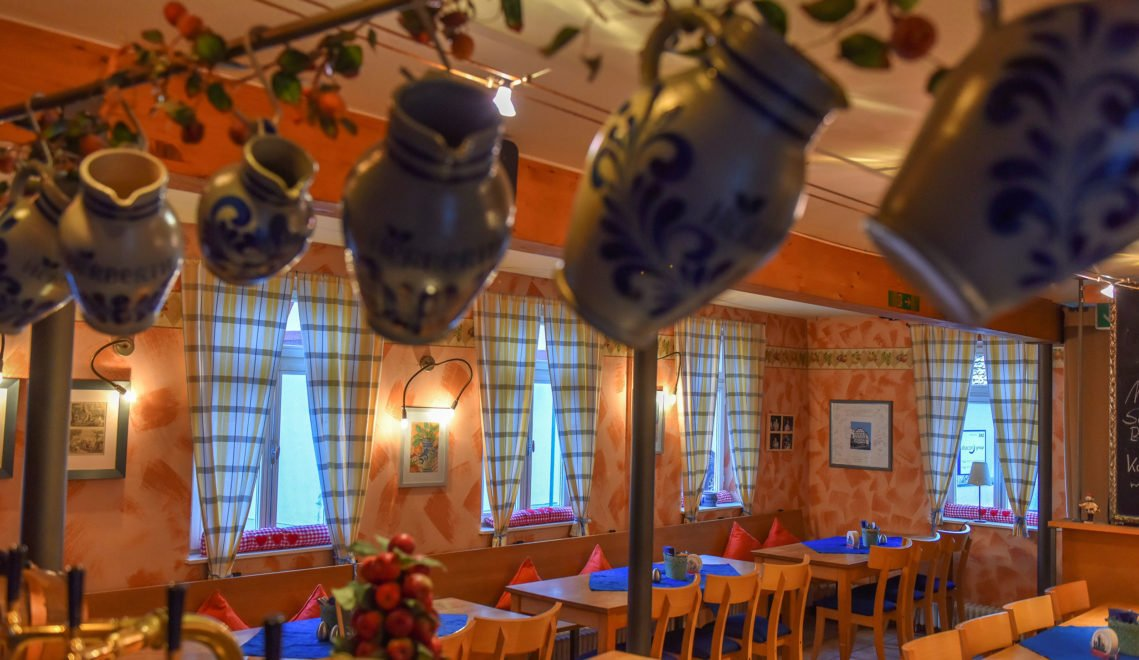 Reservierung empfohlen: Im gemütlichen Gastraum finden nur knapp 50 Gäste Platz