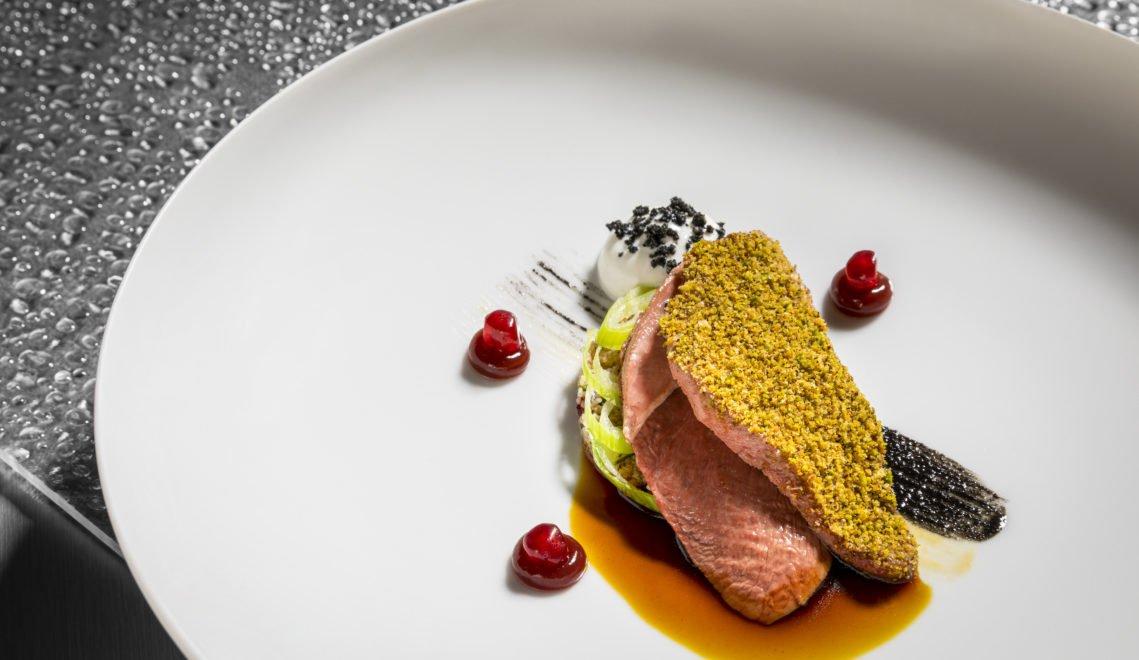 Taube 'orientalisch' mit Gewürz-Couscous, Granatapfel, Kefir & Sesam – im Aqua kommt kulinarischer Hochgenuss auf die Teller