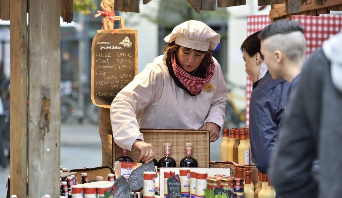 Mummedose, Mummebier, Mummesenf – bei Marktständen könnt ihr die begehrten Mummeprodukte kaufen © Daniel Möller